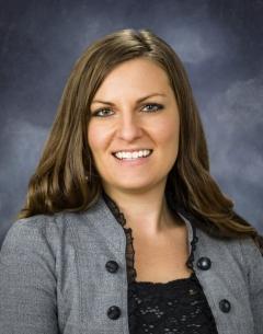 Business head shot of Angela.