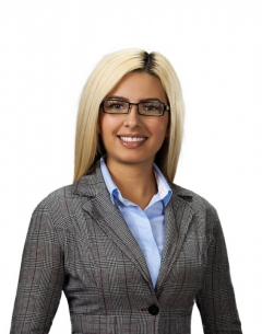 Business head shot of Veronica Chavez.